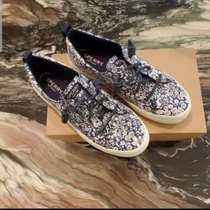 Sperry Top-Sider Crest Vibe Floral Navy Sneakers